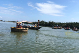Looking how traditional fishing in Vietnam