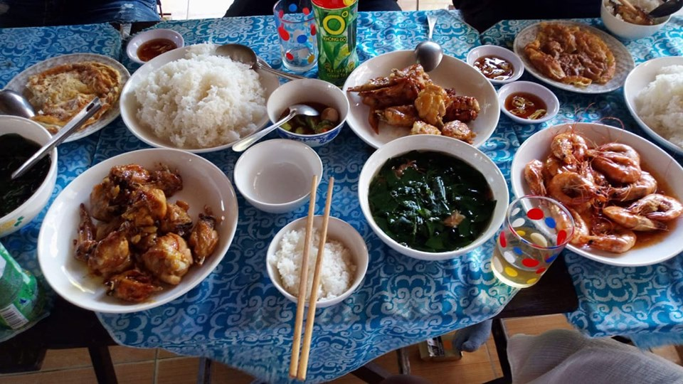 meal with local Vietnamse food