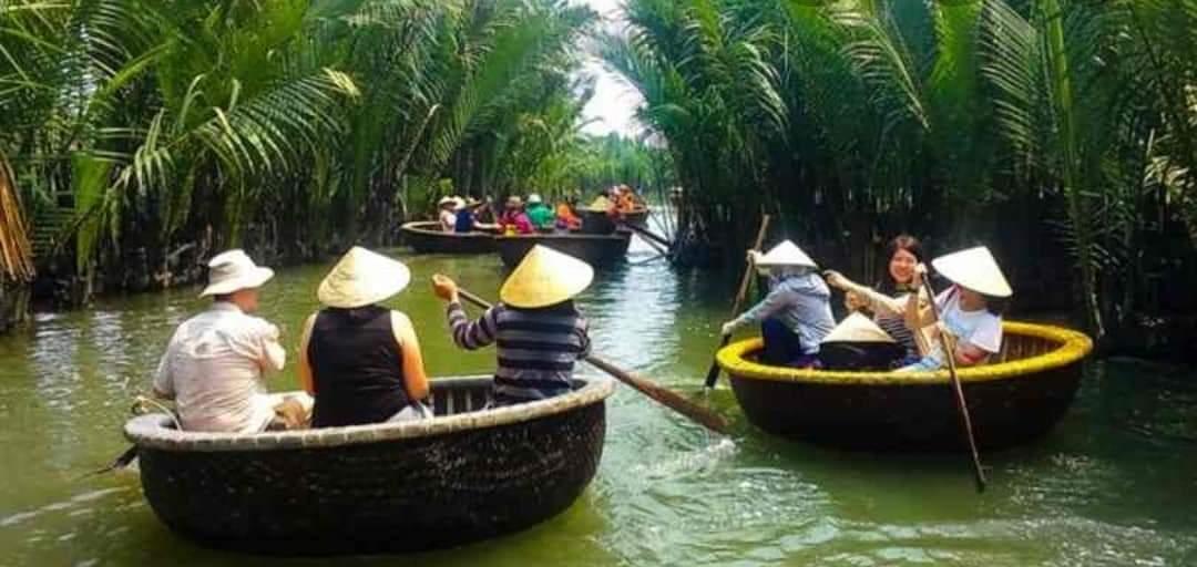 Khám phá rừng dừa Bảy Mẫu trên thuyền tre